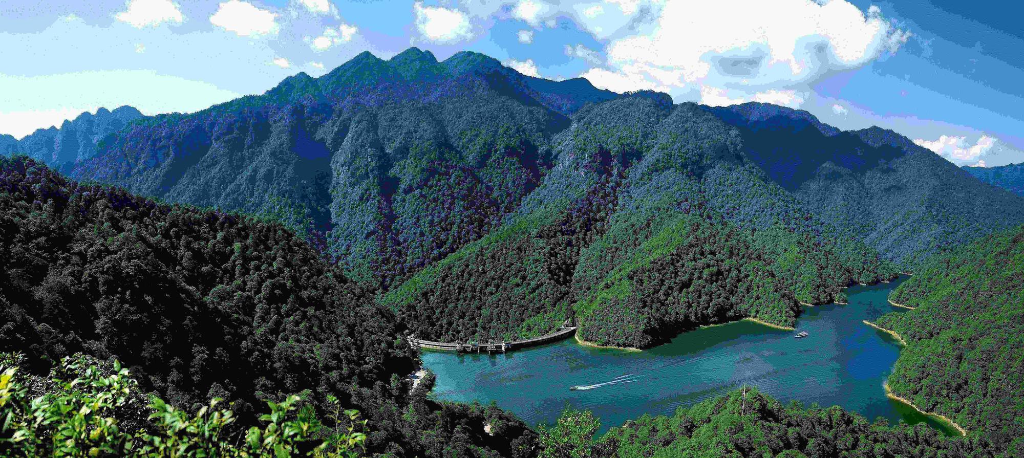 井冈山属山岳型风景名胜区景观景点,汇雄,奇,险,峻,秀,幽的自然风光