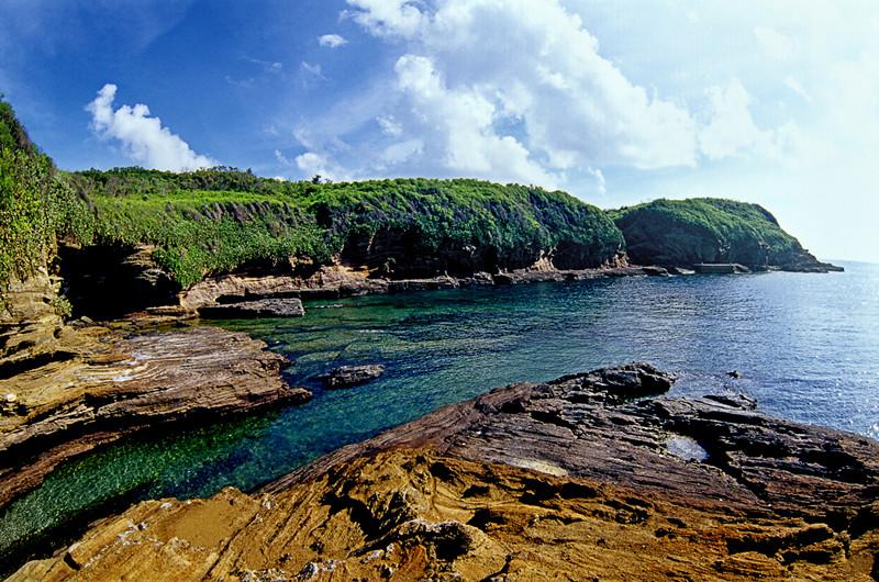 鳄鱼山    鳄鱼山景区位于南湾西侧鳄鱼岭,2009年12月被批准为
