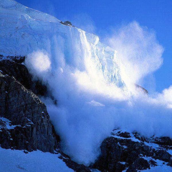 探险者应避免走雪崩区